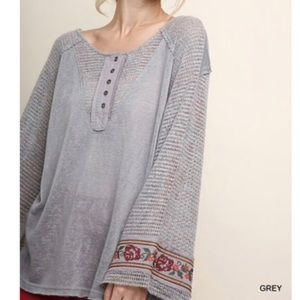 Umgee Embroidered Waffle sleeves gray top NWT